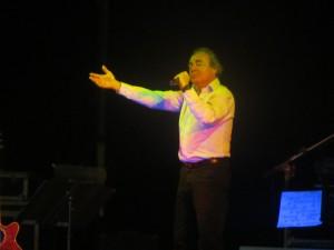 Philippe POIRIER chante au profit du TELETHON à Noyal sur Vilaine.